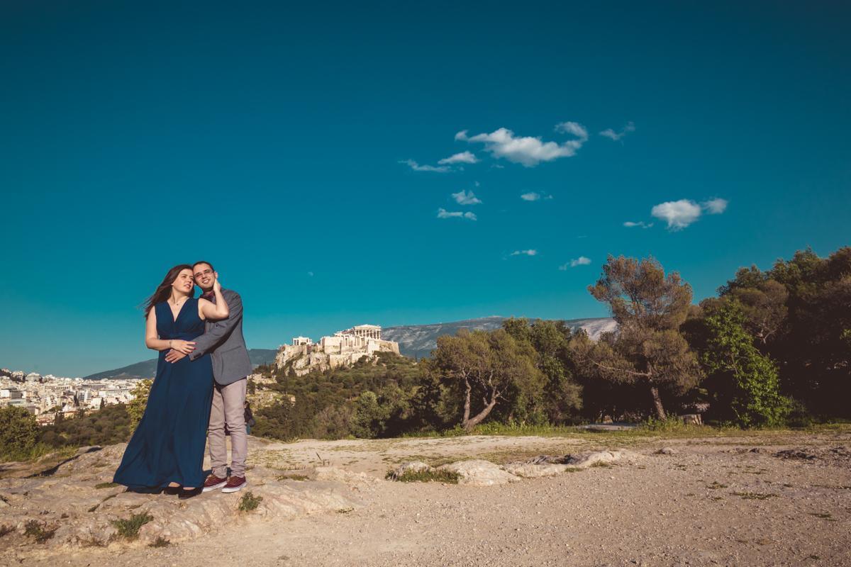 Prewedding φωτογράφιση στην Αρχαία Αγορά και στο Λόφο Νυμφών από την Fotomoments4u.gr και τον φωτογράφο γάμου Ιάκωβο Στρίκη
